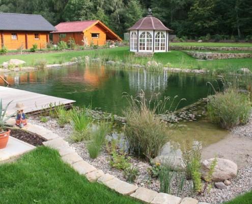 Gartenteich mit pavillon
