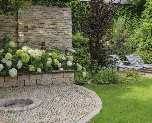 Wand aus Naturstein