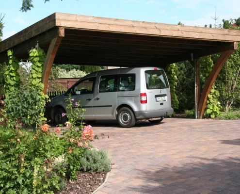 Carport im Garten